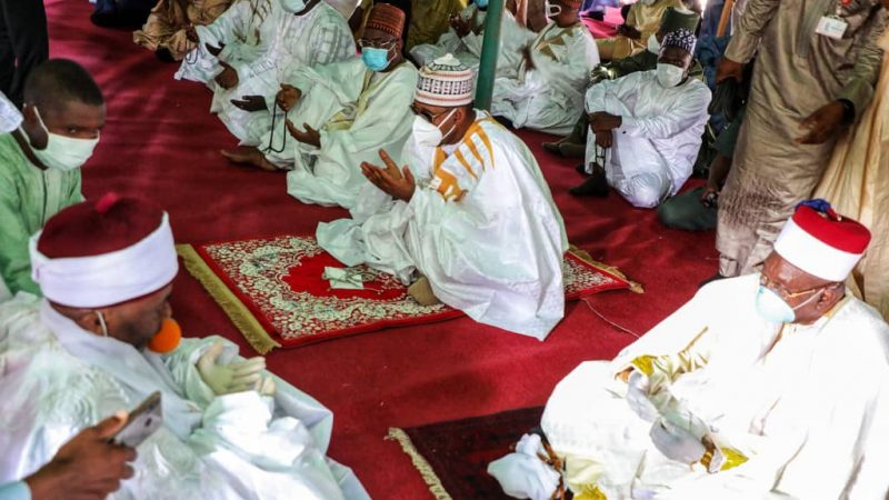 Eid-el-Fitr: Zulum Attends Prayers Amidst Strict COVID Prevention … Calls For Prayers Against Pandemic