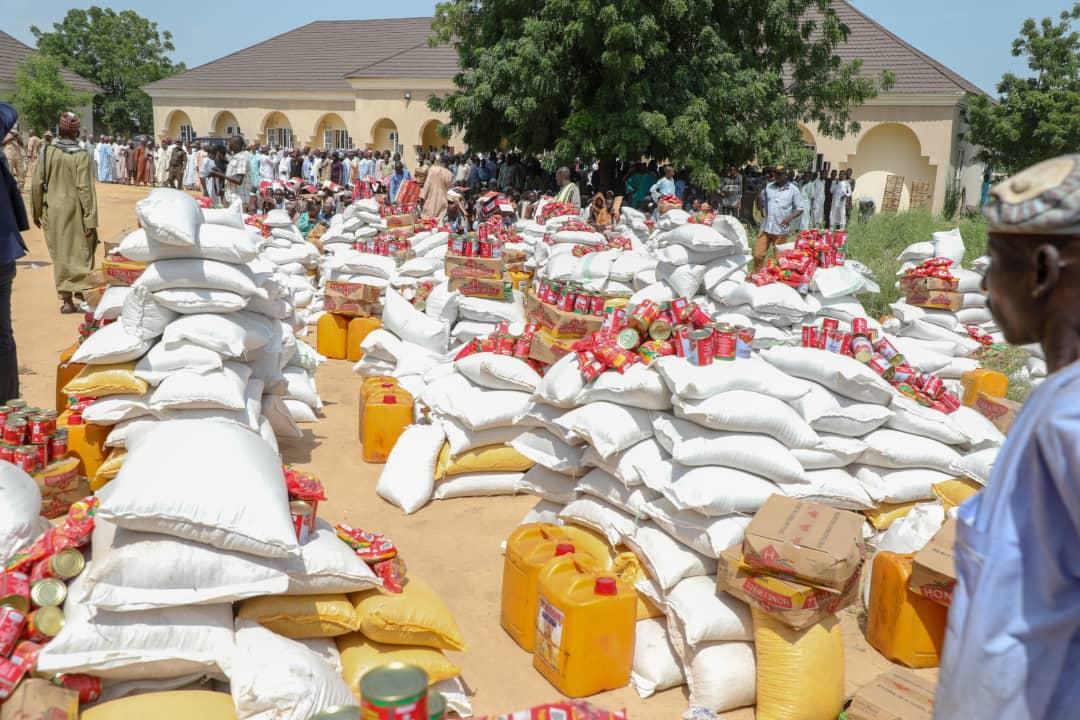 Zulum in Jere, shares food to 5,000 families, orders 3 projects, visits troops