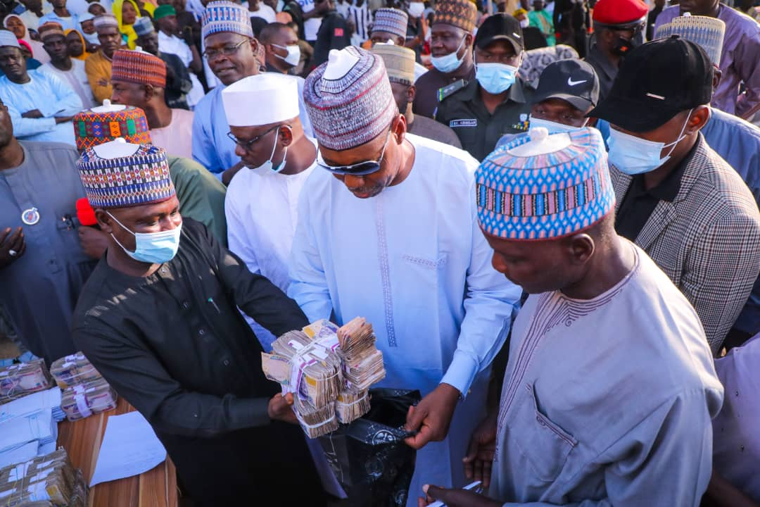 In Gwoza, Zulum shares N150m grants to traders, food to 27,000 vulnerable persons